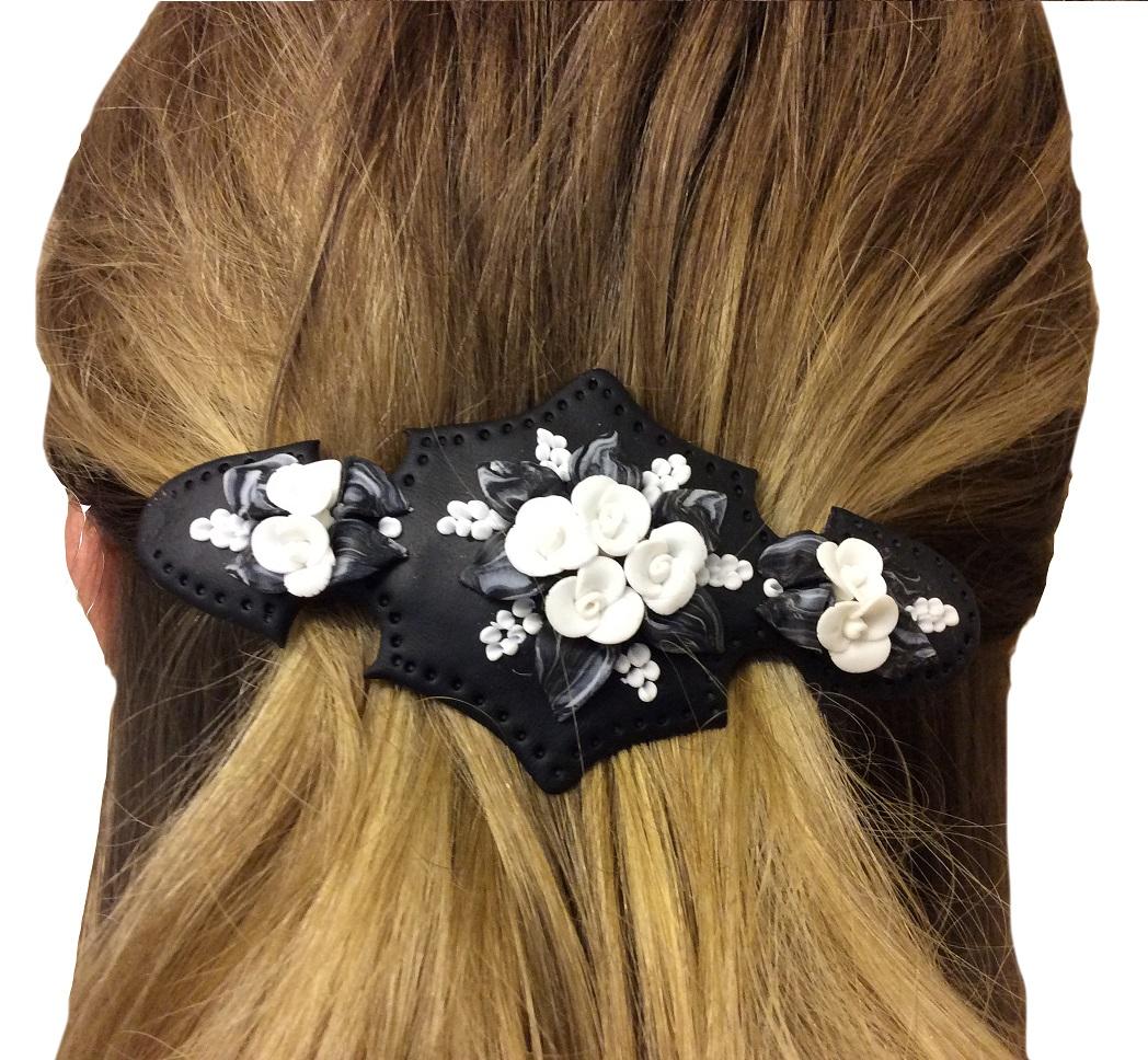 Handgjort hårspänne med svart botten